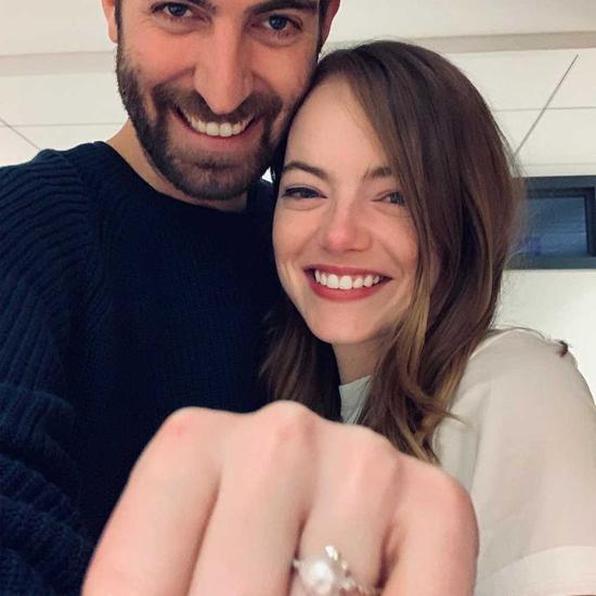 Emma Stone khoe nhẫn đính hôn vào tháng 12 năm ngoái. Ảnh: Instagram.