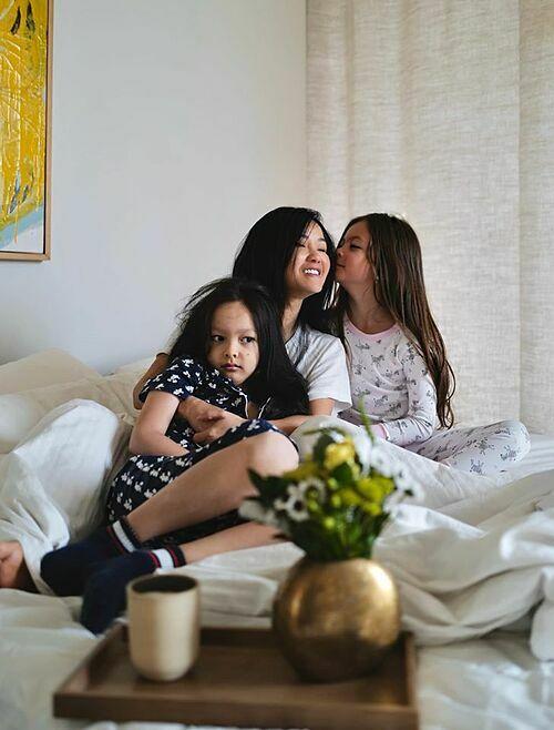 Hồng Nhung tận hưởng hạnh phúc bình yên bên hai con.
