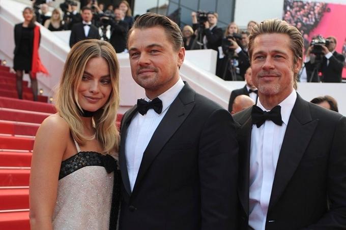 Margot Robbie, Leonardo DiCaprio và Brad Pitt (từ trái qua) dự LHP Cannes 2019.