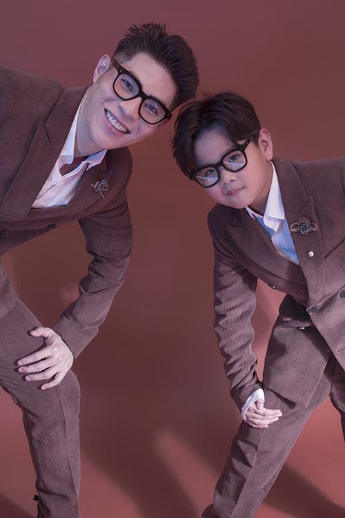 Huỳnh Phong Vinh theo học nhí mẫu Pinkids của Đạo diễn thời trang Hưng Phúc hơn 5và được đánh giá là guơng mặt nhí nổi bật.