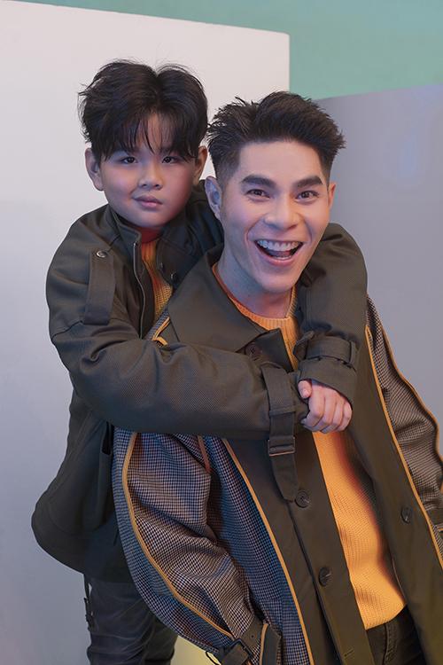 Huỳnh Phong Vinh theo học nhí mẫu Pinkids của Đạo diễn thời trang Hưng Phúc hơn 5 năm qua, và được đánh giá là guơng mặt nổi bật nhất hiện nay.