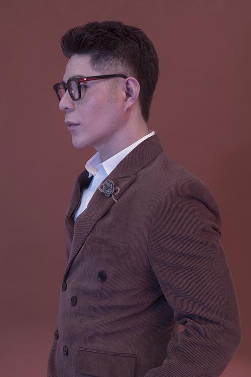 Giữa dịch Covid-19, đạo diễn Nguyễn Hưng Phúc phải tạm ngưng hoạt động của câu lạc bộ, thay đổi kế hoạch tổ chức show diễn mùa hè. Thời gian này anh đầu tư cho việt lên ý tưởng cho fashion show vào cuối năm.