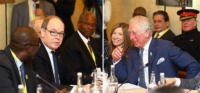 Thân vương Albert II ngồi đối diện với Thái tử Charles trong một sự kiện ở London hôm 10/3. Ảnh: PA.