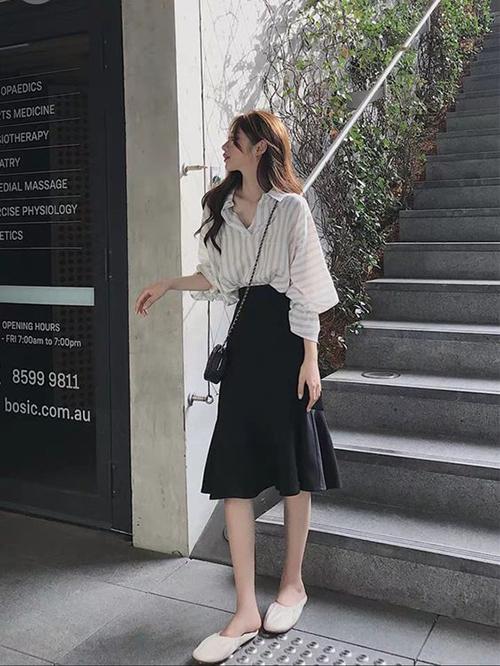Phối chân váy dạo phố mùa hè