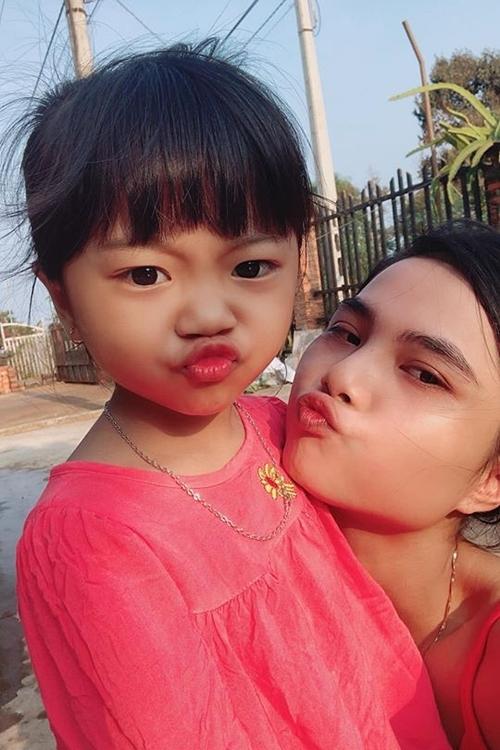 HMin và con gái.