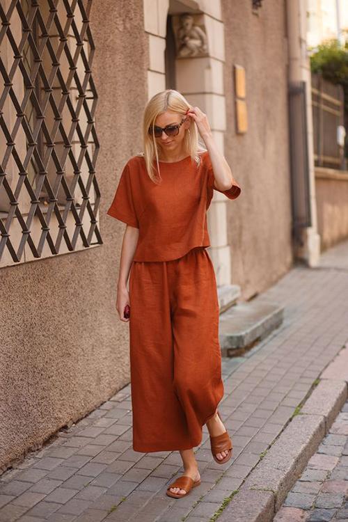 Set trang phục mặc nhà kiểu dáng đơn giản và giúp phái đẹp thư thái hơn khi nghỉ ngơi ở nhà.