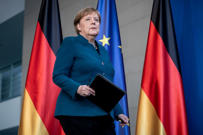 Bà Merkel trong cuộc họp báo hôm 22/3 tại Berlin, Đức. Ảnh: Reuters.