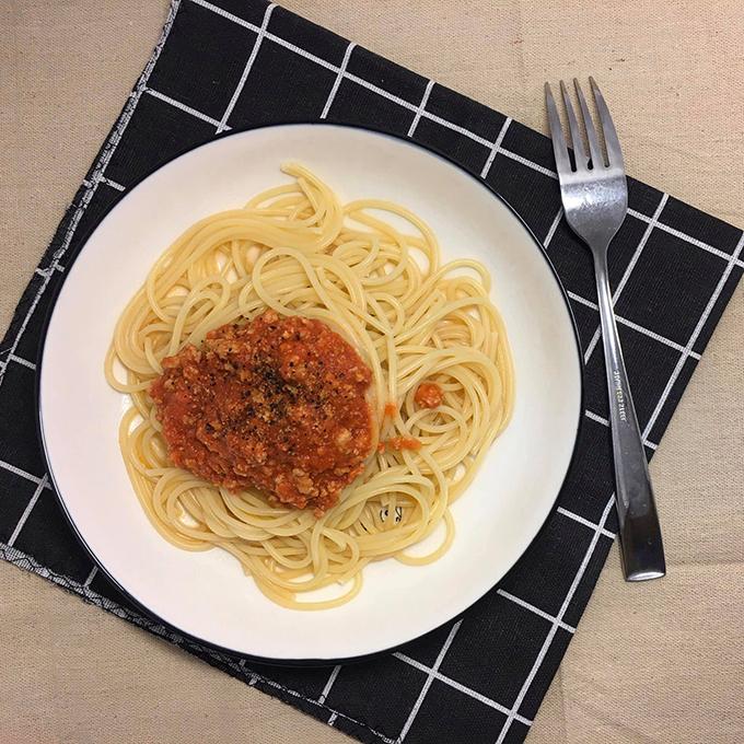 Mỗi bữa ăn của Đức thường được chế biến trong không quá 1 tiếng đồng hồ. 9X cho biết: Tôi thấy việc con trai vào bếp là điều bình thường, giống như bố tôi vẫn làm. Bố nấu ăn rất ngon và chăm nấu vì muốn san sẻ công việc nhà với mẹ.