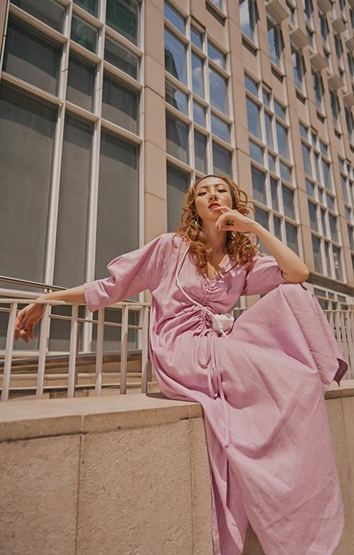 Cùng với tím huế, tím pastel là gam tím hồng đậm chất nữ tính và luôn được phái đẹp yêu thích ở nhiều mùa mốt.