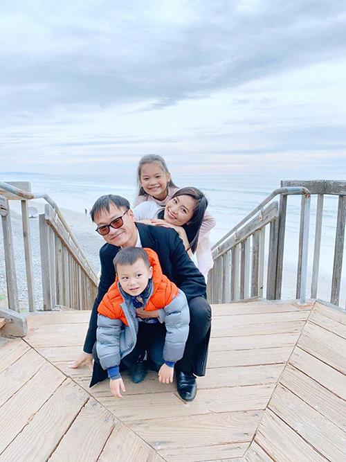 Diệu Hương và ông xã đưa hai con sangMỹ định cư từ tháng 12/2019. Gia đình cô hiện sống tạiCarlasbad, California.