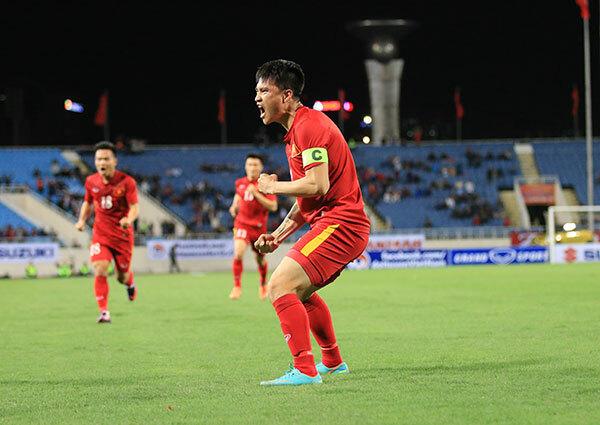Công Vinh mừng bàn thắng tại AFF Cup 2016 - giải đấu cuối cùng của anh trong màu áo tuyển Việt Nam. Ảnh: Đương Phạm.