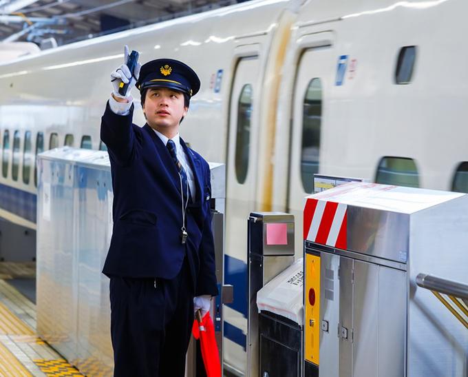 Hành động lạ của người lái tàu Nhật Bản - 3