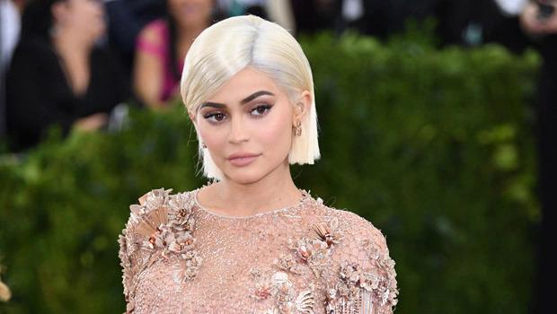 Kylie Jenner ủng hộ 1 triệu USD.