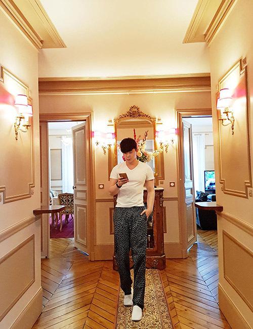 Nathan Lee hé lộ một góc trong toà nhà nghìn tỷ ở Paris, Pháp.