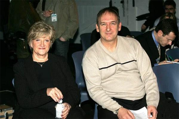 Bố mẹ Becks được cho là trải qua vụ ly dị đau thương năm 2002 sau 32 năm gắn bó.