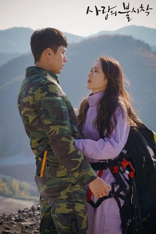 Son Ye Jin và Hyun Bin thể hiện chuyện tình Nam - Bắc Hàn trong Hạ cánh nơi anh.