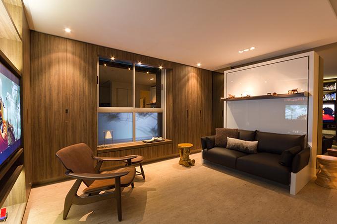 Căn hộ được hoàn thiện bởi kiến trúc sư Fabio Cherman năm 2014. Dù diện tích hạn chế nhưng căn hộ đáp ứng đầy đủ nhu cầu của gia chủ, có giường ngủ, nơi tiếp khách, nơi làm việc, bếp ăn.