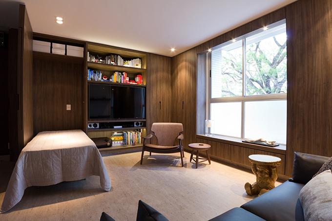 Phía sau mô-đun là một giường ngủ phụ cho khách, được thiết kế bởi kiến trúc sư.