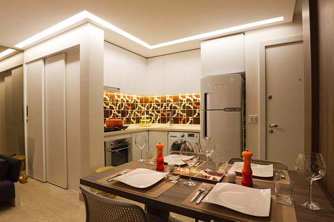 Khi thiết kế nhà, kiến trúc sư cũng tính toán kỹ lưỡng tới hệ thống chiếu sáng, giúp căn hộ trở nên ấm cúng, phù hợp nhu cầu sử dụng của gia chủ.