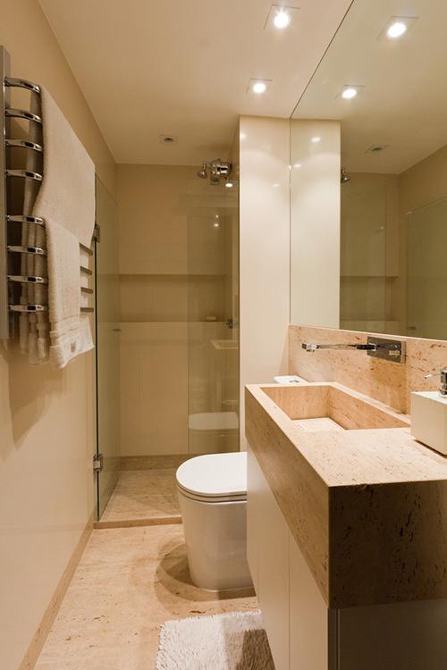 Phòng vệ sinh tuy nhỏ nhưng tiện nghi không kém trong khách sạn.