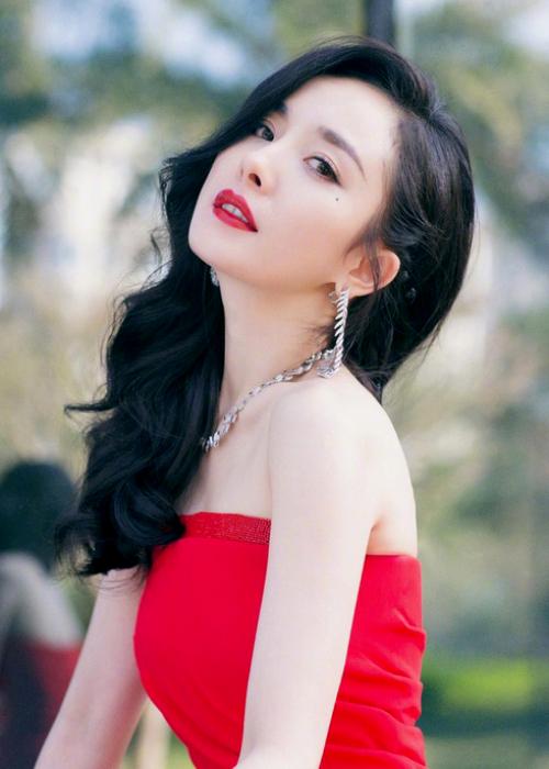 Dương Mịch đẹp rực rỡ trên bìa tạp chí.