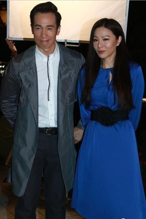 Gần 9h tối 29/3, các phóng viên bắt gặp đoàn phim đang ghi hình tại khu vực Trung Hoàn (Central), Hong Kong.