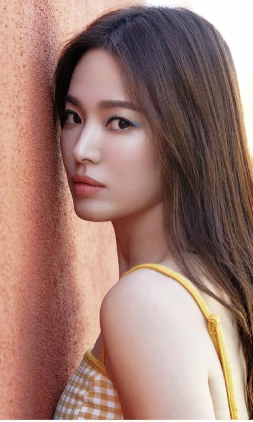 Song Hye Kyo hiện nỗ lực tập trung phát triển sự nghiệp, sau ồn ào ly hôn hồi năm ngoái.