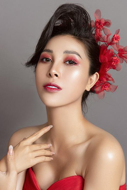 Bộ ảnh được thực hiện bởi makeup: Hùng Việt, người mẫu:Mỹ Duyên, nhiếp ảnh: Fynz, làm tóc: Hồ Liên, trang phục: Lưu Thuý.