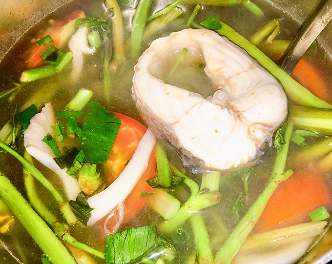 Canh chua cá lóc nấu rau rút và nấm - 2