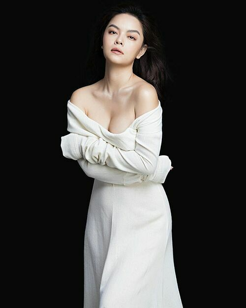 Phạm Quỳnh Anh khoe nhan sắc gợi cảm dù đã là bà mẹ hai con.