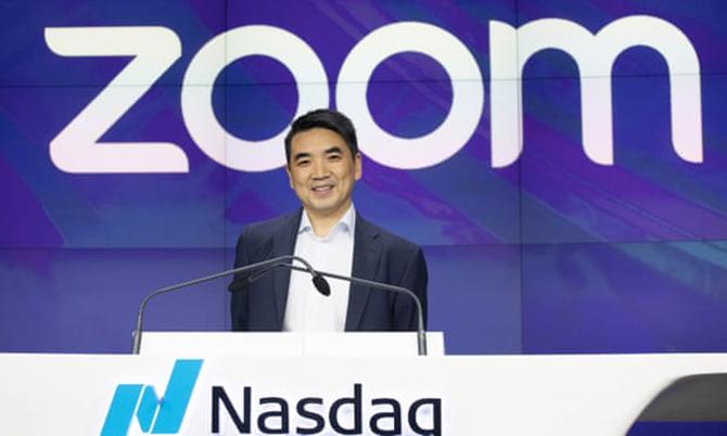Eric Yuan trong ngày cổ phiếu Zoom lên sàn chứng khoán Nasdad, Mỹ hôm 18/4/2019. Ảnh: Bloomberg.