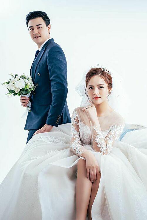Diễn viên Thu Quỳnh đăng ảnh cưới cùng MC Tuấn Tú tiết lộ cái kết có hậu trong phim Về nhà đi con phần 2 sắp khởi chiếu.
