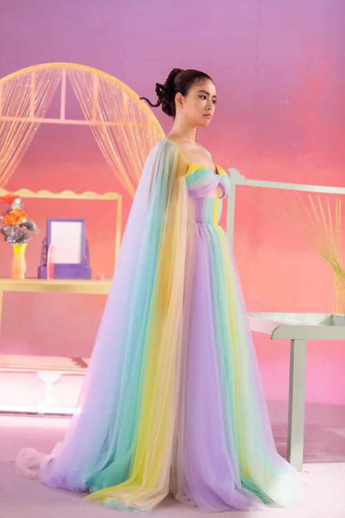 Đầm đa sắc của Hoàng Thuỳ Linh trong MV mới - 16