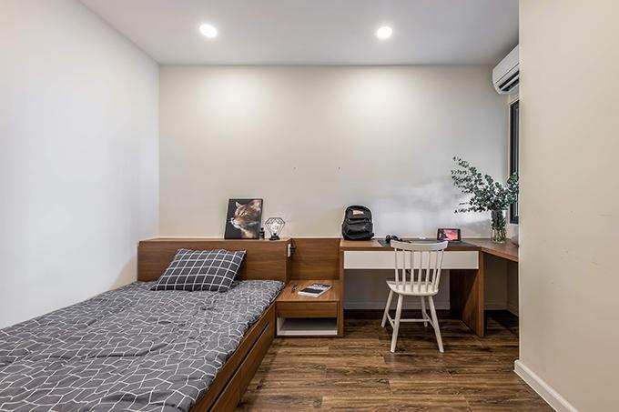 Phòng ngủ nhỏ sử dụng nội thất gỗ, là chỗ nghỉ cho khách tới chơi nhà.