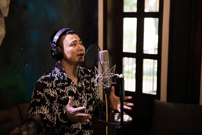 Tự Long là một trong những danh hài tham gia MV cùng Tuấn Hưng.