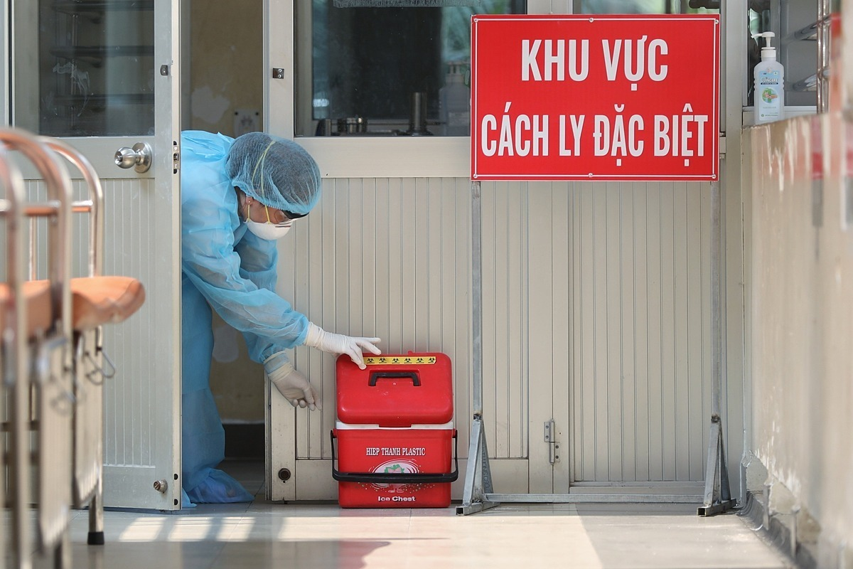Khu vực cách ly điều trị bệnh nhân tại Khoa Nhiễm D, Bệnh viện Bệnh Nhiệt đới TP HCM. Ảnh: Hữu Khoa.