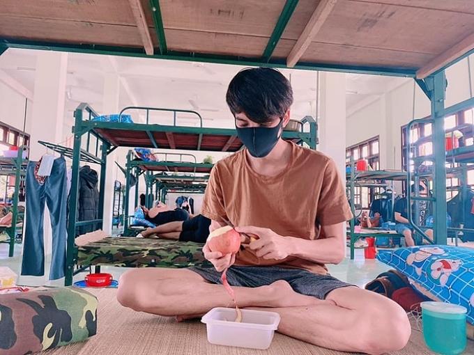 Diễn viên Dương Thanh Vàng trải qua những ngày cách ly ở Tiềng Giang đầy thoải mái, vui vẻ vào giữa tháng 3. Thực đơn hàng ngày được thay đổi phong phú, kết hợp ăn ngủ đúng giờ giúp Thanh Vàng sau tăng cân.