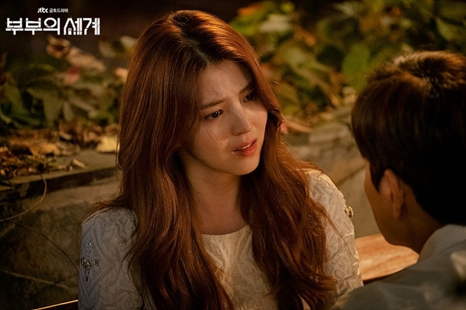 So Hee thể hiện tròn vai, mang đến một hình ảnh kẻ thứ ba tính cách và số phận phức tạp trên màn ảnh. Nhân vật của cô vừa mang vẻ kiêu ngạo, đôi khi trơ trẽn, chủ động thách thức vợ của người yêu; vừa có sự yếu đuối, đáng thương. Rốt cuộc, cô cũng chỉ là nạn nhân của gã đàn ông tham lam và ích kỷ. Sau khi phim phát sóng, Yeo Da Kyung được đặt biệt danh tiểu tam mạnh nhất của màn ảnh Hàn.
