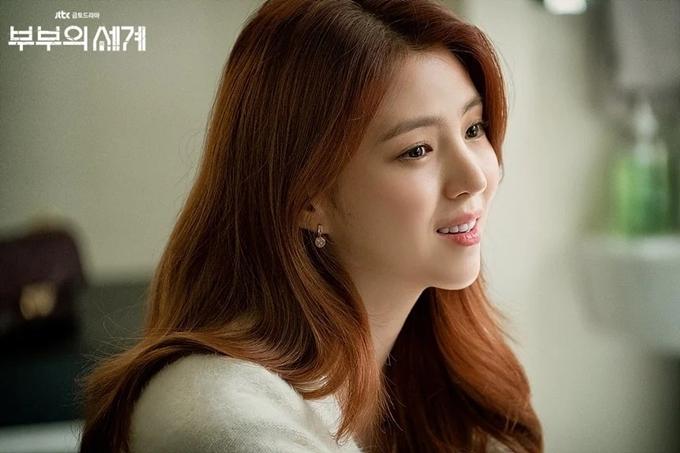 Trang The K Daily nhận xét Han So Hee sở hữu vẻ đẹp không tì vết. Trang Korea Star Daily ca ngợi cô mang khí chất thần tiên.