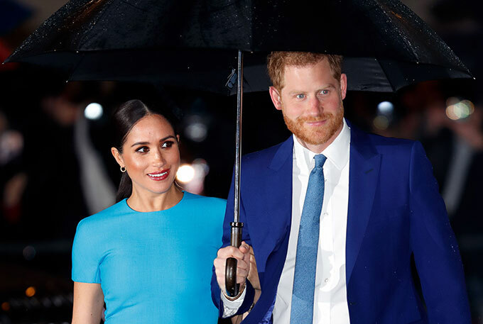 Harry và Meghan dự lễ trao giải của tổ chức từ thiện ở London tối 5/3. Ảnh: UK Press.