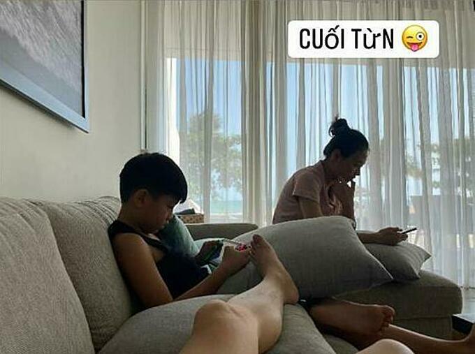 Cường Đô la đăng ảnh chụp lén bà xã Đàm Thu Trang và con trai Subeo khi ở nhà cuối tuần