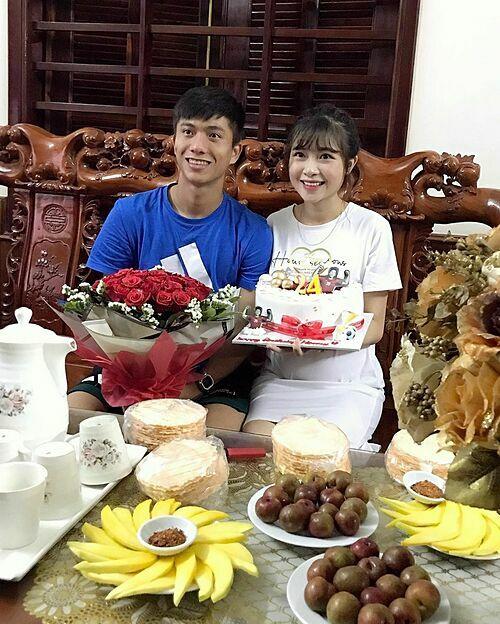 Cầu thủ Phan Văn Đức được bà xã Nhật Linh chúc mừng sinh nhật.