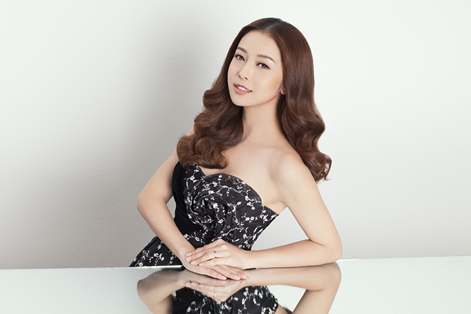 Nhan sắc Hoa hậu Jennifer Phạm sau khi sinh con gái thứ tư. Vợ chồng Jennifer Phạm muốn sinh thêm con