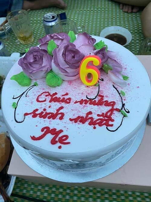 Bánh kem Thanh Bình mua tặng mẹ Ngọc Lan.