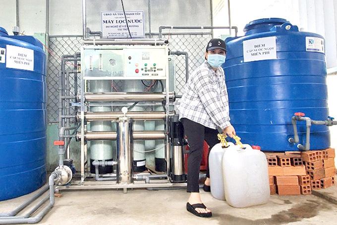 [Caption  Kinh phí để có nguồn nước sạch cho người dân Bến Tre sử dụng vượt mức 100 triệu, lần này Việt Hương không kêu gọi tài trợ từ ai để dễ quyết định cho nhanh chống.