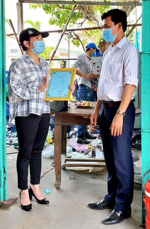 [Caption]Tôi đang khảo sát để tặng thêm 3 máy lọc nước cho các địa phương cần giúp gấp