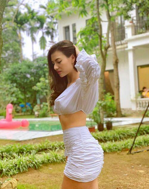 Sau khi công khai hẹn hò diễn viên Huỳnh Anh, Hồng Quế khẳng định: Chỉ có yêu hoặc không yêu. Không có yêu nhiều hay yêu ít.