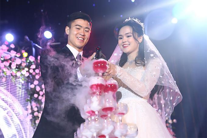 Duy Mạnh giờ cao lớn, chững trạc và đã lấy vợ ở tuổi 23. Thời chưa dậy thì của các 'hot boy' bóng đá Việt