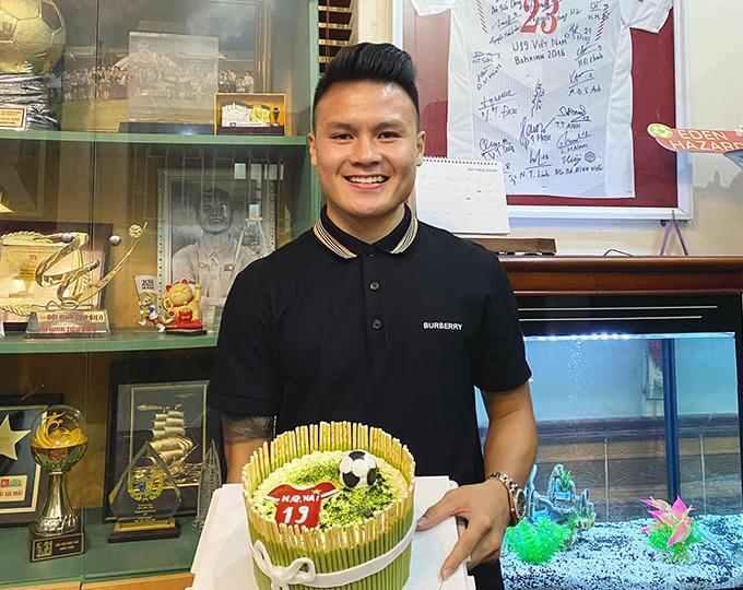 Hình ảnh Quang Hải chia sẻ hôm 12/4, nhân dịp sinh nhật lần thứ 23. Tiền vệ CLB Hà Nội được đánh giá là cầu thủ tài năng nhất của bóng đá Việt Nam hiện nay. Thời chưa dậy thì của các 'hot boy' bóng đá Việt