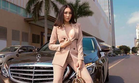 Hoa hậu Huỳnh Thúy Anh khoe ngực hững hờ trong bộ ảnh mới